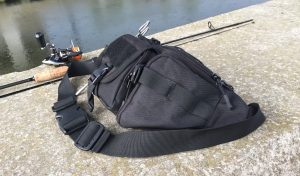 DCCN Tactical Hüfttasche Bauchtasche neben Sportex Angelrute