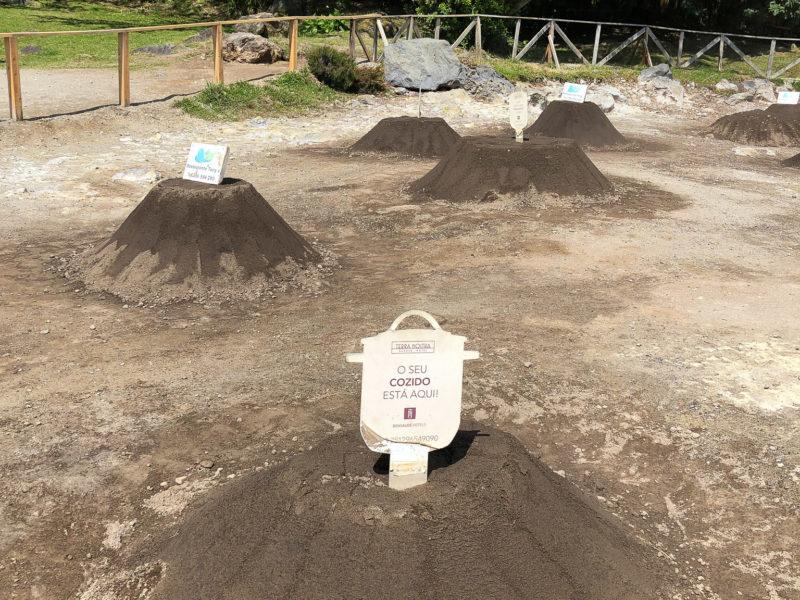 Im heißen Vulkangestein wird das Essen im Topf gegart